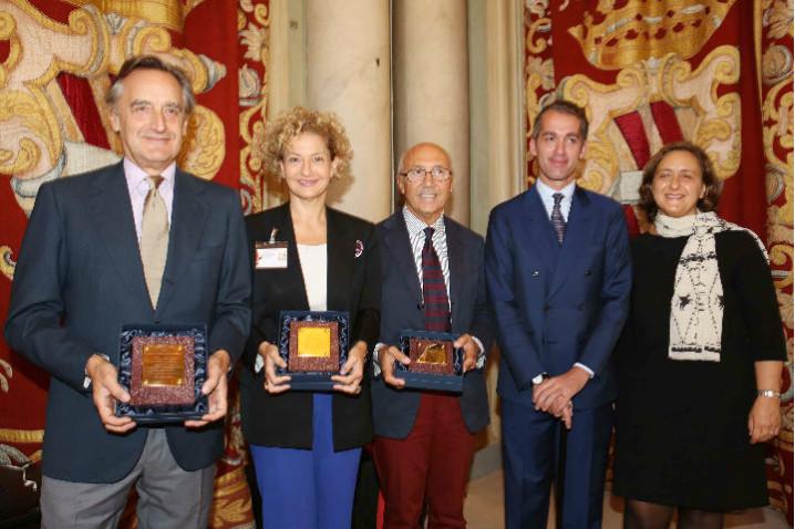 BIAF_2017 vincitori premi_ migliore scultura _dipinto_con Moretti e DAgostino_ph GMoggi