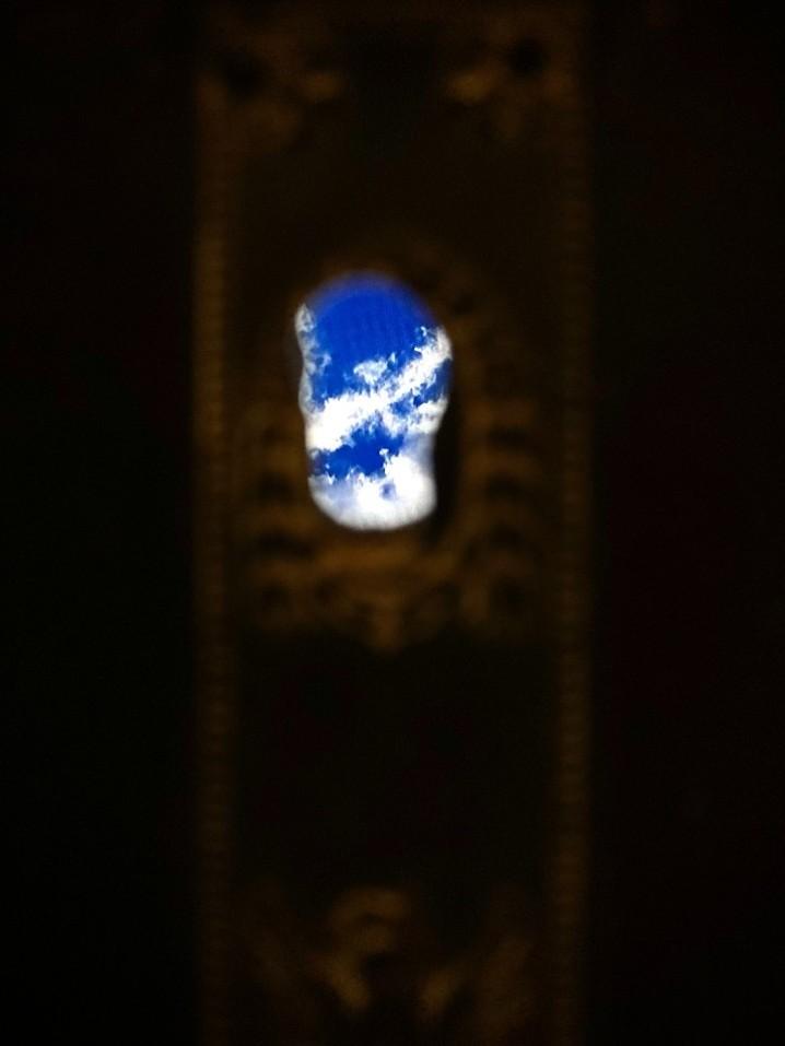 Simone Gori_ L infinito_ 2021_ legno schermo a led specchio_ 230x170